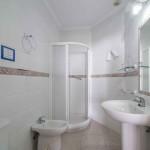 cuartos de baño bien equipados