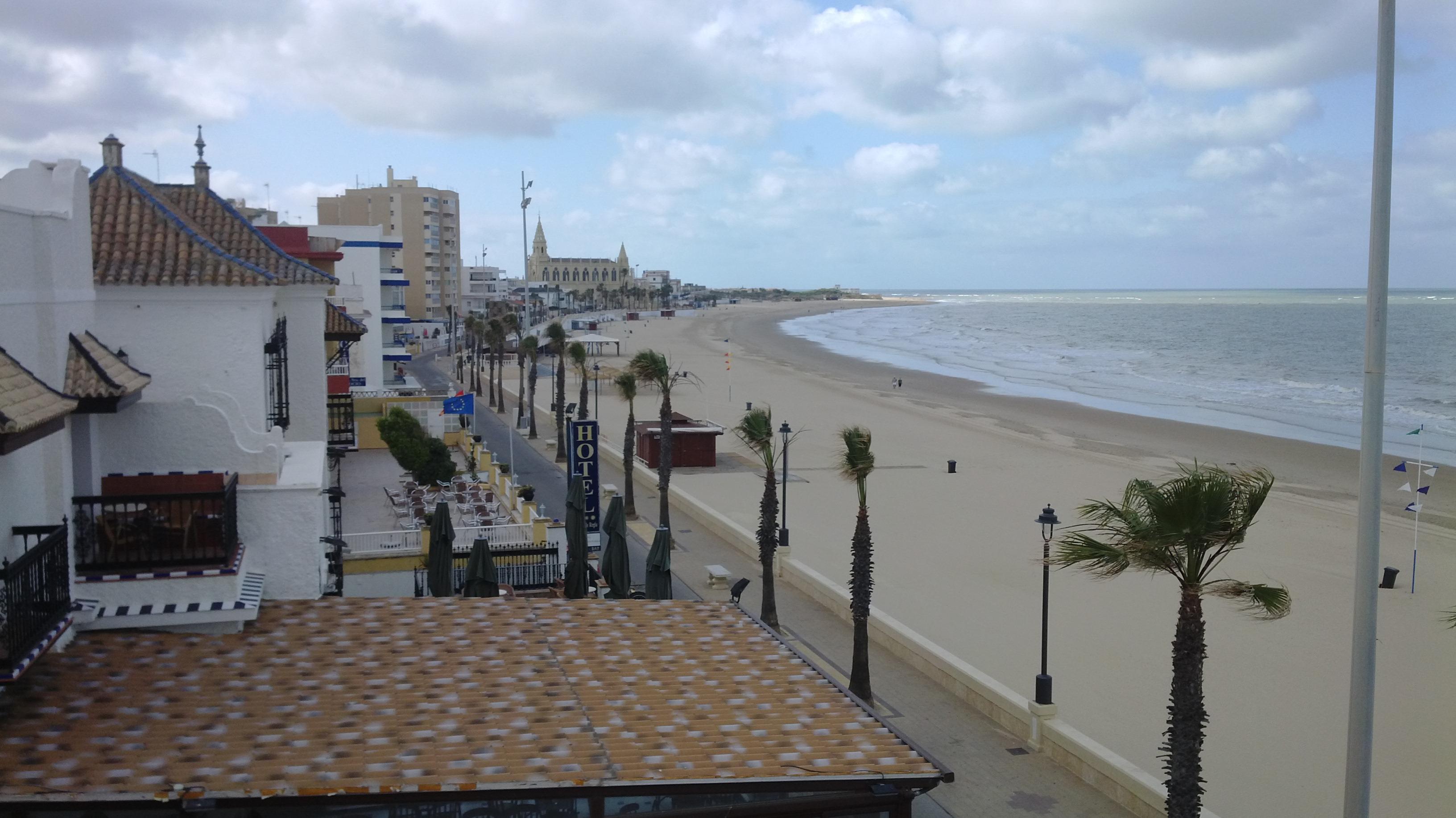 La playa de Regla. Una gran playa, sin bandera azul.